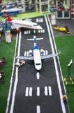 Aeroplano ed aeroporto fatti dai blocchetti di Lego Fotografia Stock Libera da Diritti