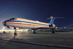 Aeroplano el dormir en la noche Fotos de archivo