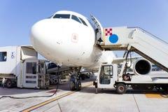 Aeroplano en aeropuerto imagen de archivo libre de regalías