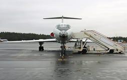 Aeroplano en el aeropuerto fotos de archivo libres de regalías