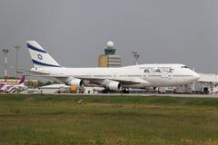 Aeroplano en el aeropuerto Imagen de archivo libre de regalías