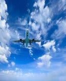 Aeroplano en el cielo foto de archivo libre de regalías