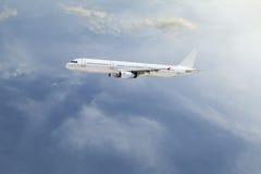 Aeroplano en el cielo Imagenes de archivo
