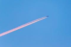 Aeroplano en el cielo Foto de archivo