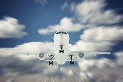 Aeroplano en el cielo sobre las nubes foto de archivo libre de regalías