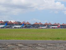 Aeroplano en la pista imagen de archivo libre de regalías