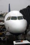 Aeroplano en la puerta Imágenes de archivo libres de regalías