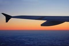 Aeroplano en la puesta del sol Imagen de archivo libre de regalías