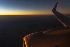 Aeroplano en la puesta del sol Foto de archivo libre de regalías