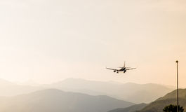 Aeroplano en la salida del sol Fotos de archivo libres de regalías