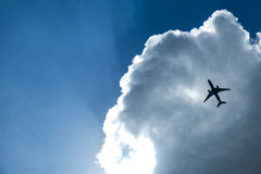 Aeroplano en las nubes Fotografía de archivo libre de regalías