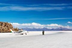 Aeroplano en planos de la sal Foto de archivo