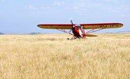 Aeroplano en savanah Fotos de archivo libres de regalías