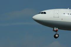 Aeroplano en vuelo Foto de archivo libre de regalías