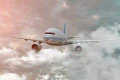Aeroplano entre las nubes El aeroplano está volando en las nubes de cúmulo, vista delantera ilustraci?n 3D ilustración del vector