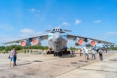 Aeroplano IL-76MD en el día abierto en el aeropuerto Migalovo Imagen de archivo libre de regalías