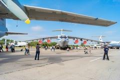 Aeroplano IL-76MD en el día abierto en el aeropuerto Migalovo Imagenes de archivo