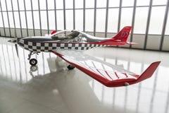 Aeroplano ligero parqueado en hangar Imagen de archivo libre de regalías
