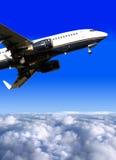 Aeroplano listo para el aterrizaje Imágenes de archivo libres de regalías