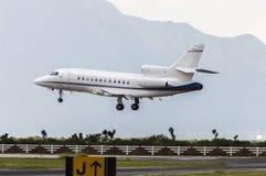 Aeroplano listo para el aterrizaje Imagen de archivo libre de regalías