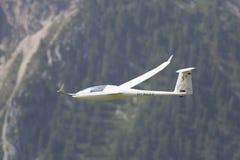 Aeroplano modelo controlado de radio en vuelo Imágenes de archivo libres de regalías