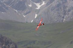 Aeroplano modelo controlado de radio en vuelo Fotografía de archivo