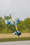 Aeroplano modelo que hace un soporte de la cola Fotografía de archivo libre de regalías