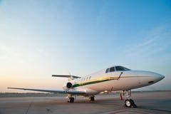 Aeroplano para los vuelos del asunto imagen de archivo