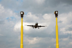Aeroplano per atterraggio Immagini Stock