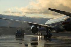Aeroplano que es descongelado Fotos de archivo libres de regalías