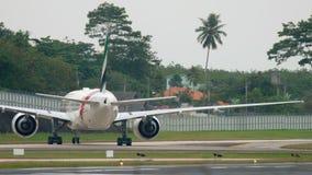 Aeroplano que lleva en taxi después de aterrizar metrajes