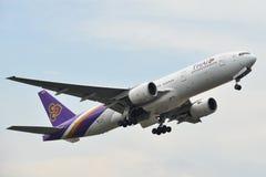 Aeroplano que saca del aeropuerto de Phuket fotografía de archivo libre de regalías