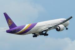 Aeroplano que saca del aeropuerto de Phuket fotos de archivo libres de regalías