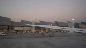 Aeroplano que saca en el aeropuerto internacional de Los Ángeles