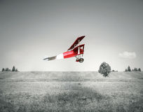 Aeroplano rosso dell'annata Immagini Stock