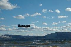 Aeroplano sopra il fiume Immagine Stock Libera da Diritti
