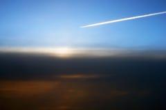 Aeroplano, sopra le nuvole Immagini Stock