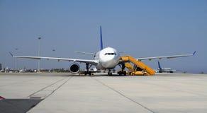 Aeroplano su terra fotografie stock libere da diritti