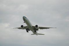 aeroplano Sul cielo alto Fotografie Stock