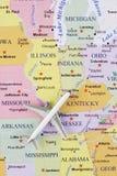 Aeroplano sulla mappa fotografia stock libera da diritti