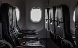 Aeroplano vacío con las sillas imagenes de archivo