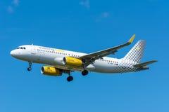 Aeroplano Vueling EC-MBS Airbus A320-200 Fotos de archivo libres de regalías