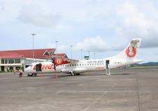 Aeroplano Wings Air en aeropuerto Imagenes de archivo