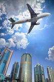Aeroplano y nube Fotos de archivo