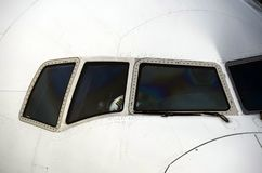 Aeroplano y piloto de la línea aérea fotos de archivo