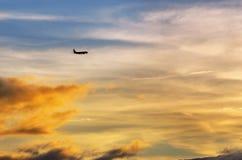 Aeroplano y puesta del sol Imágenes de archivo libres de regalías