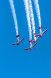 Aeroplanos aeroacrobacias de las personas de AeroShell Imagen de archivo libre de regalías