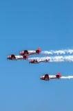 Aeroplanos aeroacrobacias de las personas de AeroShell Fotos de archivo