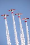 Aeroplanos aeroacrobacias de las personas de AeroShell Fotos de archivo libres de regalías