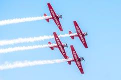 Aeroplanos aeroacrobacias de las personas de AeroShell Foto de archivo